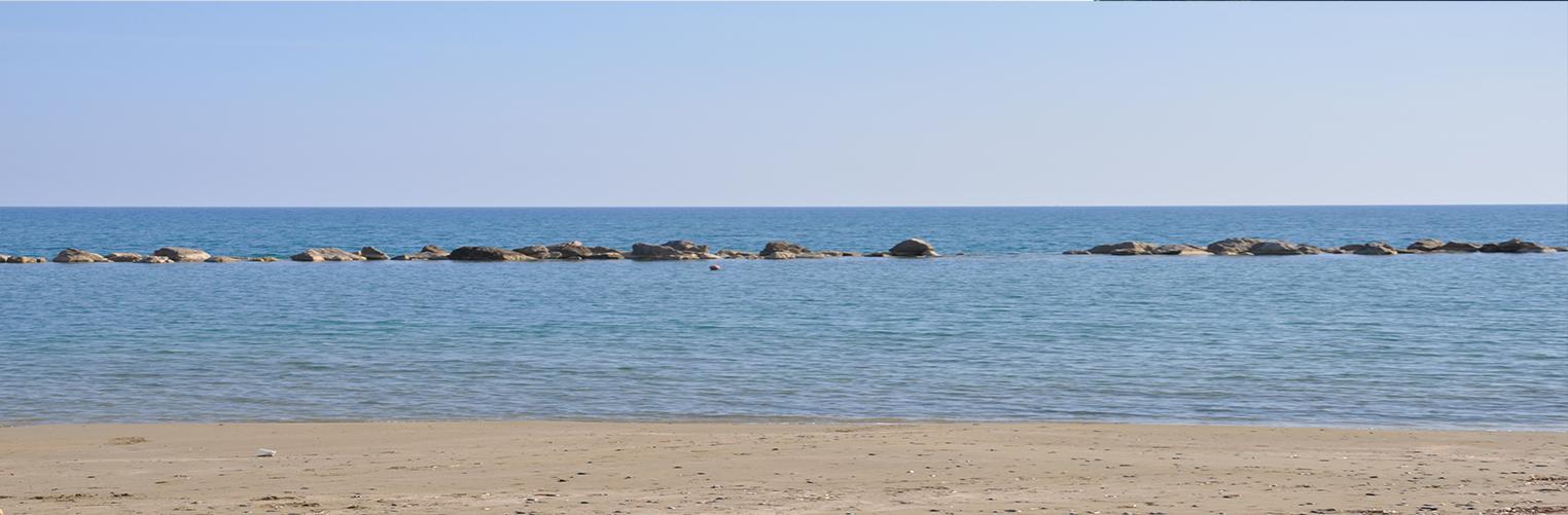 Spiaggia sabbia e acqua limpida